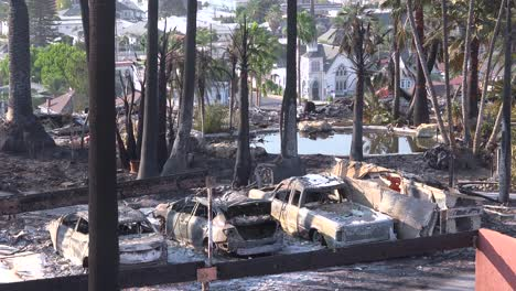 The-destroyed-remains-of-a-vast-apartment-complex-and-charred-vehicles-overlooking-the-city-of-Ventura-following-the-2017-Thomas-fire-1