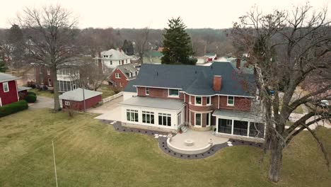 Aerial-over-a-large-stately-house-in-the-Midwest