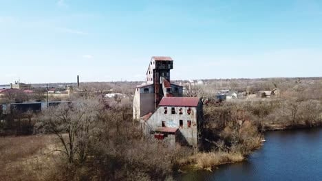 Aerial-of-an-abandoned-mill-factory-in-Illinois-suggests-the-decay-of-America-s-manufacturing-era