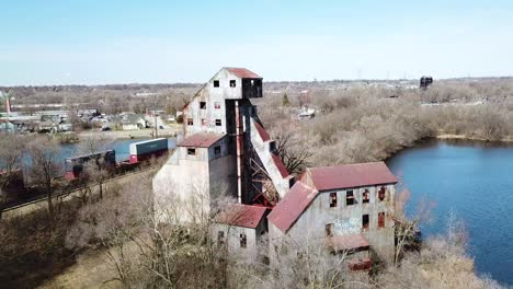 Aerial-of-an-abandoned-mill-factory-in-Illinois-suggests-the-decay-of-America-s-manufacturing-era-1