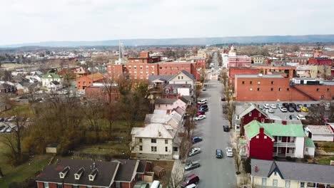 Antena-Sobre-Martinsburg-Virginia-Occidental-Muestra-Una-Típica-Ciudad-Americana