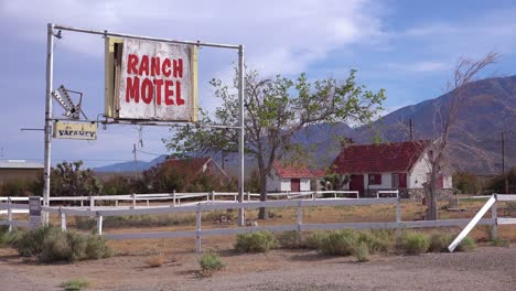 An-abandoned-or-rundown-old-Ranch-motel-along-a-rural-road-in-America