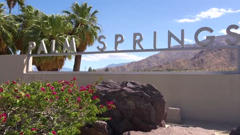 Establishing-shot-of-the-welcome-to-Palm-Springs-sign-California-1