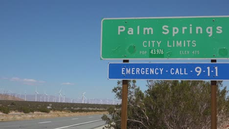 Highway-sign-welcomes-visitors-to-Palm-Springs-California-1
