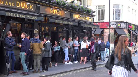Locals-have-a-drink-at-a-pub-after-work-in-downtown-London-England