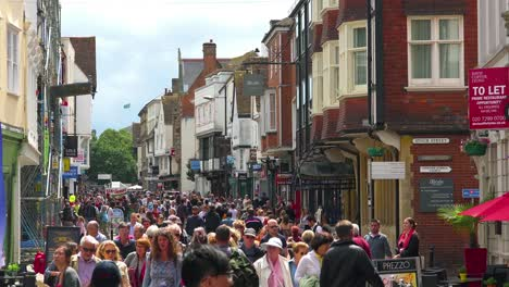 Huge-crowds-of-tourists-swarm-on-the-streets-of-Canterbury-Kent-England-during-the-summer-tourism-season