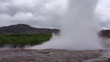 Iceland-s-famous-Strokkur-geysir-geyser-erupts-with-tourists-watching