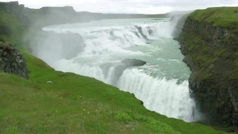 The-spectacular-and-massive-waterfall-Gullfoss-flows-in-Iceland
