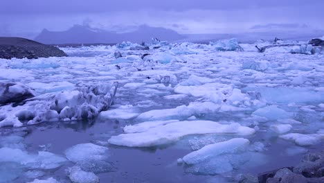 Amazing-time-lapse-footage-of-icebergs-moving-in-a-glacial-bay-Jokulsarlon-glacier-lagoon-Iceland-under-the-midnight-sun