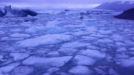 Amazing-time-lapse-footage-of-icebergs-moving-in-a-glacial-bay-Jokulsarlon-glacier-lagoon-Iceland-under-the-midnight-sun-1