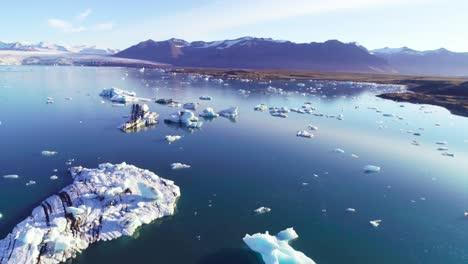 Antena-Sobre-Icebergs-En-La-Laguna-Glaciar-ártica-Jokulsarlon-En-Islandia