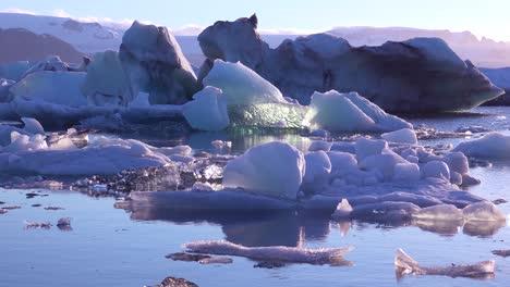 Ice-floats-in-the-frozen-Arctic-Jokulsarlon-glacier-lagoon-in-Iceland-suggesting-global-warming-1