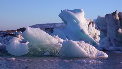 Ice-floats-in-the-frozen-Arctic-Jokulsarlon-glacier-lagoon-in-Iceland-suggesting-global-warming-3