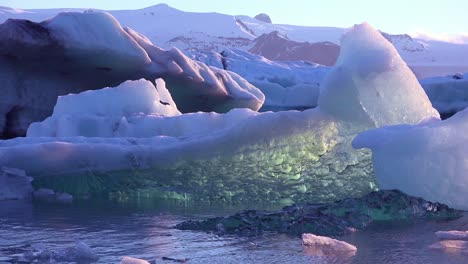 Ice-floats-in-the-frozen-Arctic-Jokulsarlon-glacier-lagoon-in-Iceland-suggesting-global-warming-6
