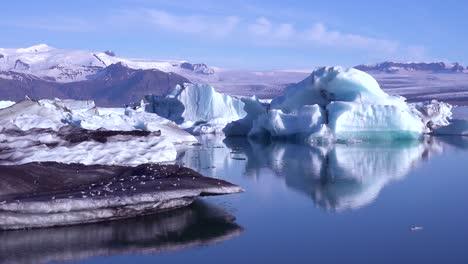 Icebergs-in-the-frozen-Arctic-Jokulsarlon-glacier-lagoon-in-Iceland-suggesting-global-warming