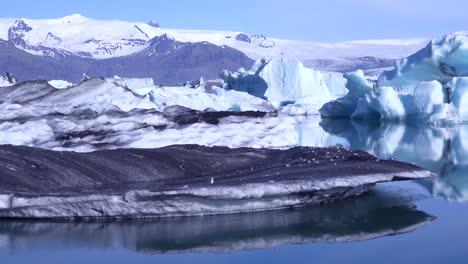 Icebergs-in-the-frozen-Arctic-Jokulsarlon-glacier-lagoon-in-Iceland-suggesting-global-warming-1