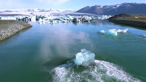 Icebergs-in-a-river-in-the-frozen-Arctic-Jokulsarlon-glacier-lagoon-in-Iceland-suggesting-global-warming-1