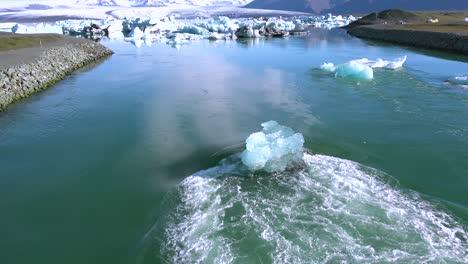 Icebergs-in-a-river-in-the-frozen-Arctic-Jokulsarlon-glacier-lagoon-in-Iceland-suggesting-global-warming-2