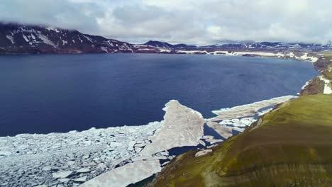 Hermosa-Antena-Sobre-Una-Enorme-Caldera-En-La-Región-De-Askja-De-Islandia-Tierras-Altas-Desoladas-7