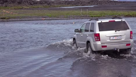 A-SUV-drives-through-a-río-in-the-remote-highlands-of-Iceland-2