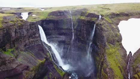 Antena-Sobre-La-Hermosa-Y-Sorprendente-Alta-Cascada-De-Haifoss-En-Islandia-14