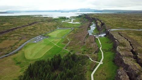 Hermosa-Antena-De-La-Cordillera-Del-Atlántico-Medio-Que-Atraviesa-Thingvellir-Islandia-8