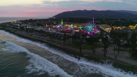 Antena-Al-Atardecer-Sobre-Una-Gran-Feria-Del-Condado-Y-Recinto-Ferial-Con-Noria-Feria-Del-Condado-De-Ventura-5