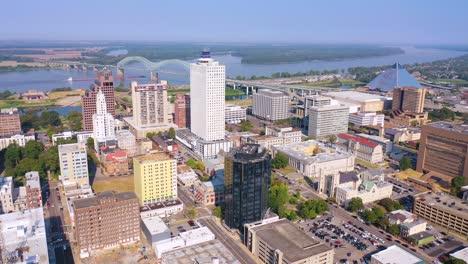 Buena-Antena-Del-Centro-De-La-Ciudad-De-Memphis-Tennessee-Rascacielos-De-Negocios-Skyline-Barge-En-El-Río-Mississippi
