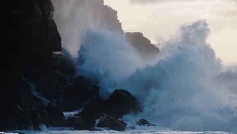 Extreme-slow-motion-of-beautiful-ocean-waves-crashing-into-Kaiaka-Rock-Molokai-Hawaii-1