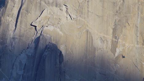 Los-Escaladores-Vivac-En-La-Ruta-Libre-De-La-Pared-Del-Amanecer-En-El-Capitan-One-Escaladas-En-Roca-Grandes-Murallas-Parque-Nacional-De-Yosemite-Ca