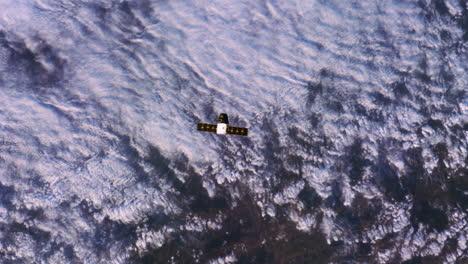 Die-Internationale-Raumstation-Fliegt-Von-Oben