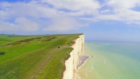 Hermosa-Toma-Aérea-De-Los-Acantilados-Blancos-De-Dover-En-Beachy-Head-England-1