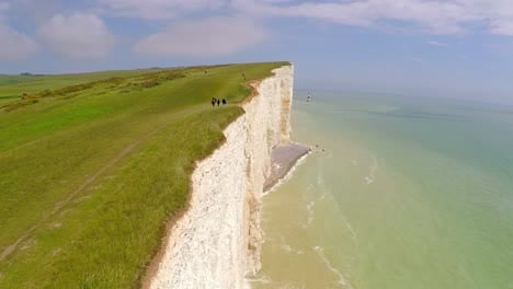 Beautiful-vista-aérea-shot-of-the-White-Cliffs-of-Dover-at-Beachy-Head-England-3