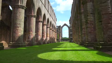 Fountains-abbey-abandoned-cathedral-with-pillars