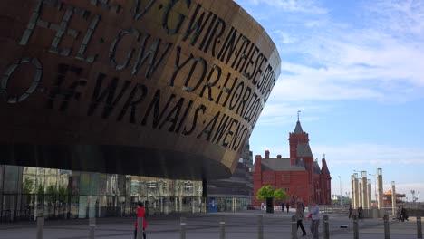 Buen-Disparo-De-Establecimiento-Del-Millennium-Center-En-Cardiff-Gales-5