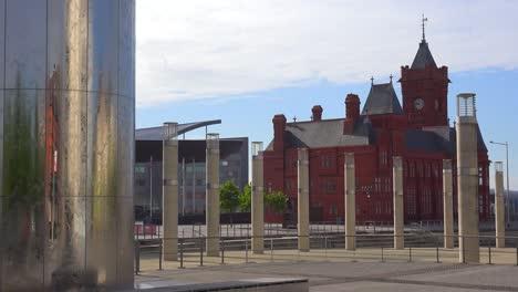 Establecimiento-De-Tiro-De-Fuentes-Y-Edificios-En-El-Corazón-Del-Centro-De-Cardiff-Gales