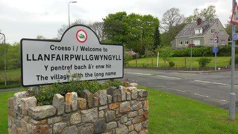The-town-of-Llanfairpwllgwyngyllgogerychwyrndrobwllllantysiliogogogoch-in-Wales-has-the-world-s-longest-place-name