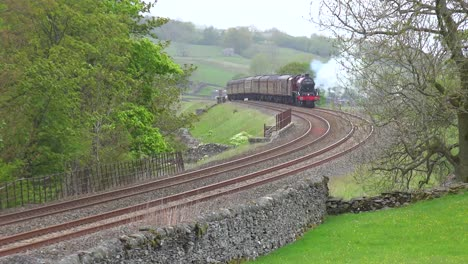 A-steam-train-passes-through-the-English-countryside-at-high-speed-2