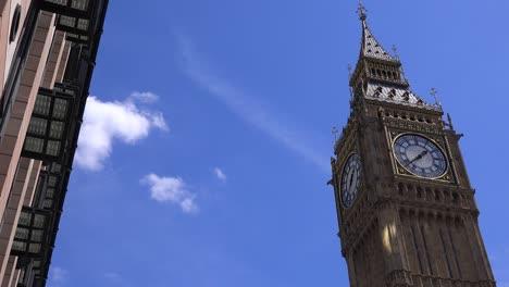 Establishing-shot-of-Big-Ben-London-England-1