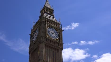 Time-lapse-establishing-shot-of-Big-Ben-London-England
