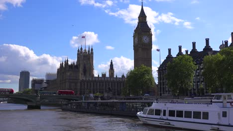Big-Ben-and-House-of-Parliament-in-London-as-seen-from-the-River-Thames