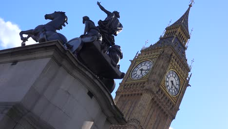 Establishing-shot-of-Big-Ben-with-statue-foreground