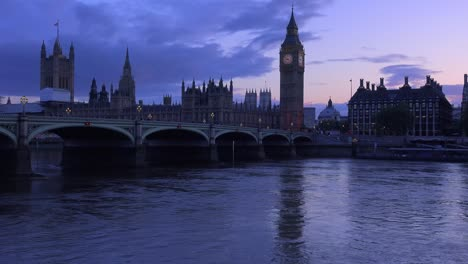 Dusk-shot-of-the-River-Thames-with-Big-Ben-Parliament-and-Westminster-Abbey-distant