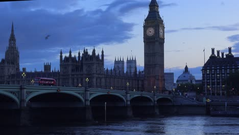 Dusk-shot-of-the-River-Thames-with-Big-Ben-Parliament-and-Westminster-Abbey-distant-1