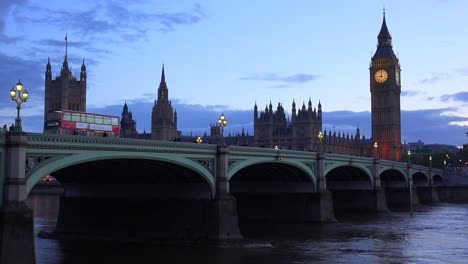 Dusk-shot-of-the-River-Thames-with-Big-Ben-Parliament-and-Westminster-Abbey-distant-3