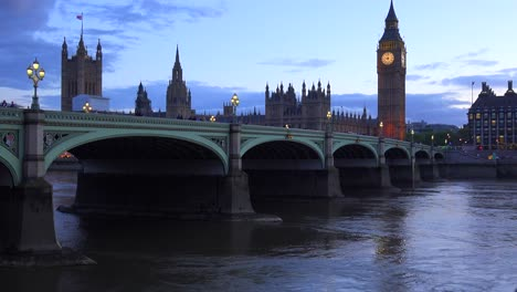 Dusk-shot-of-the-River-Thames-with-Big-Ben-Parliament-and-Westminster-Abbey-distant-4