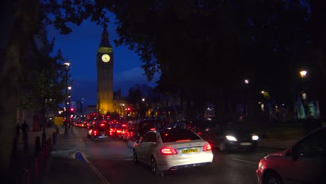 Traffic-passes-in-front-of-Big-Ben-and-Houses-Of-Parliament-in-London-England-at-night-2