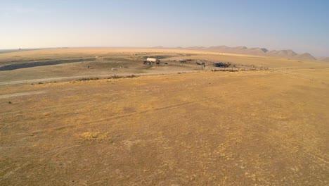 Una-Antena-De-Ganado-De-Corral-En-Un-País-Desierto-Seco