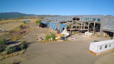 An-vista-aérea-shot-over-an-abandoned-factory-mill-in-Northern-California