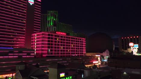 Casinos-Iluminados-De-Reno-Nevada-En-La-Noche-1